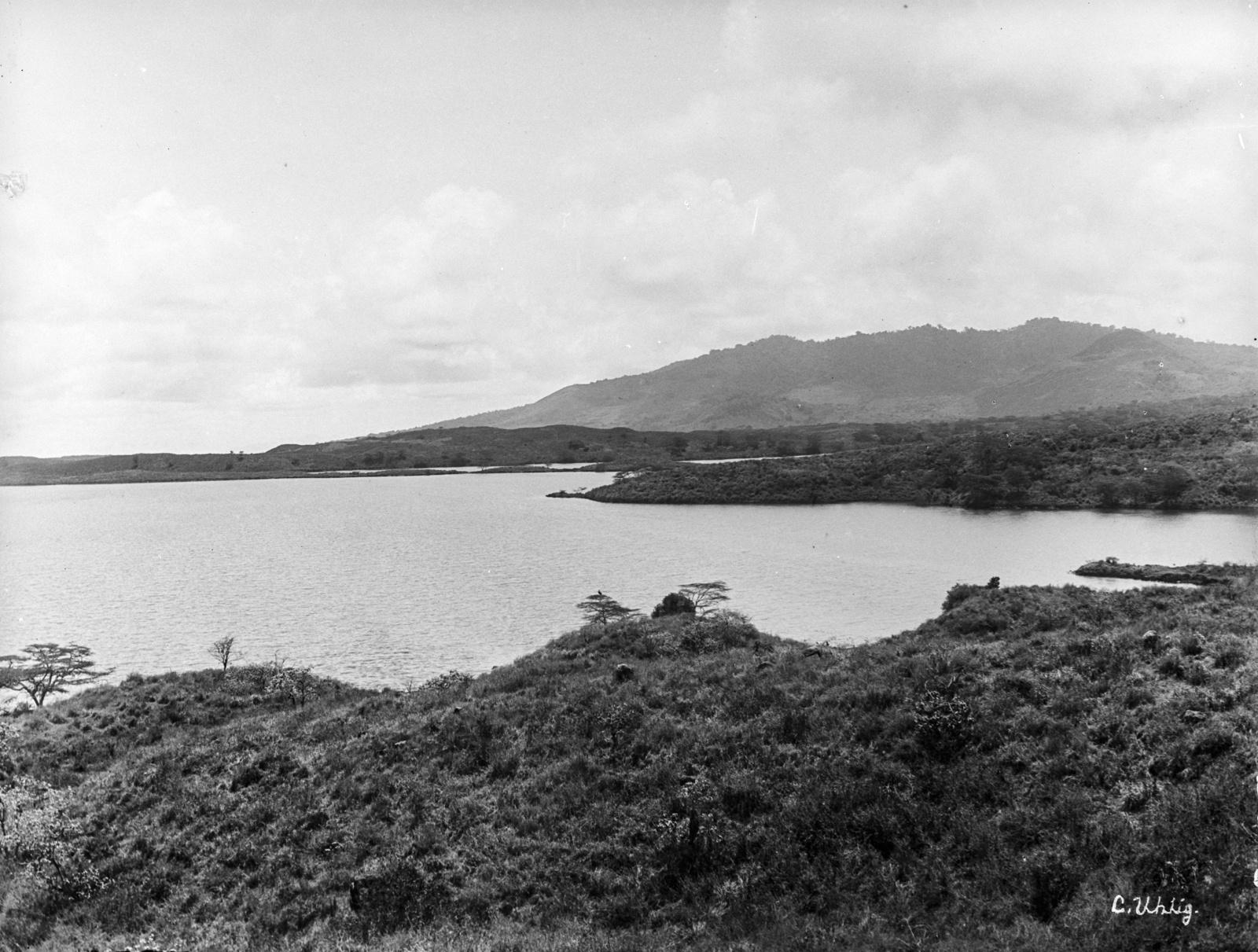 145. Озеро Натрон на горе Меру