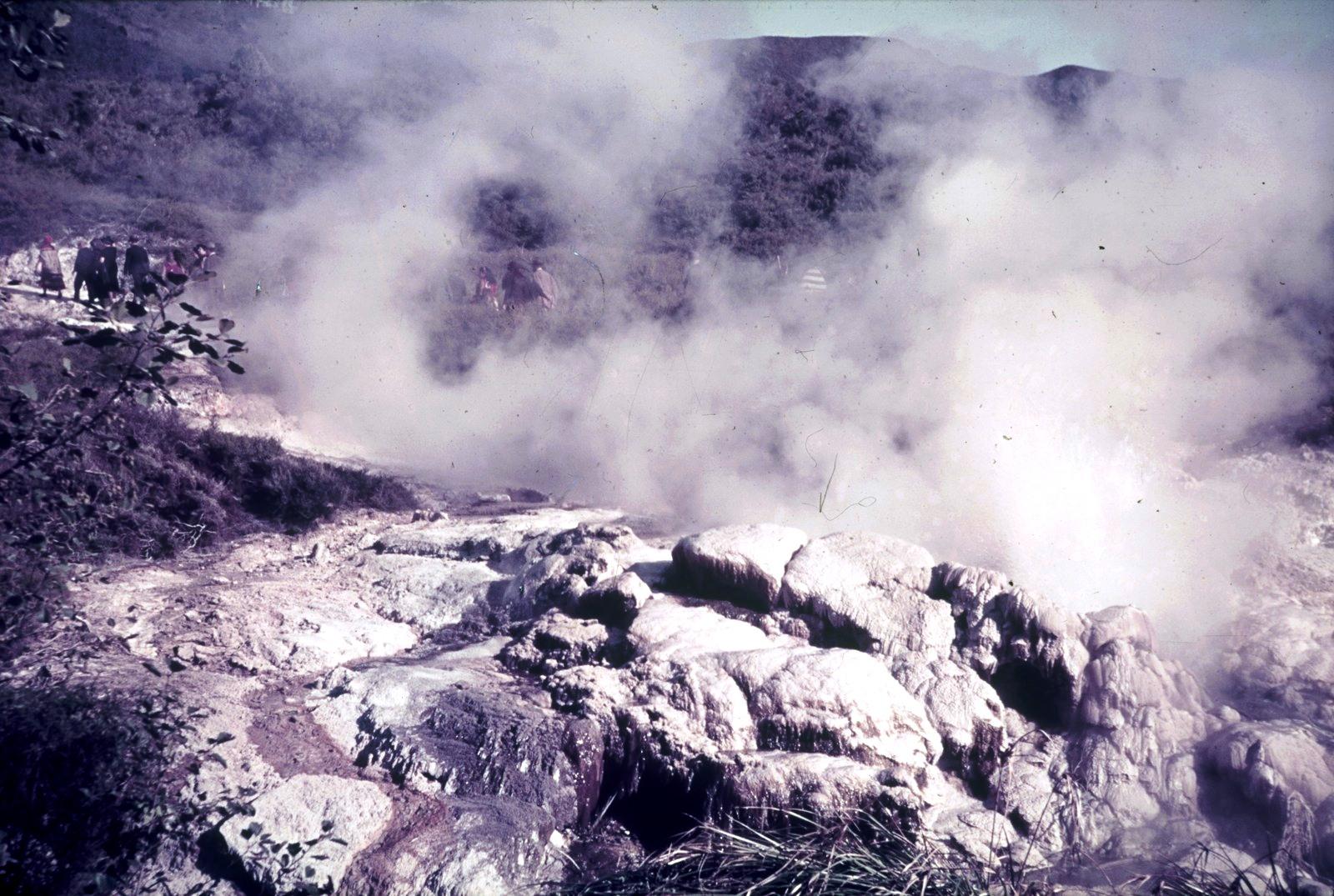 У кратера Везувия