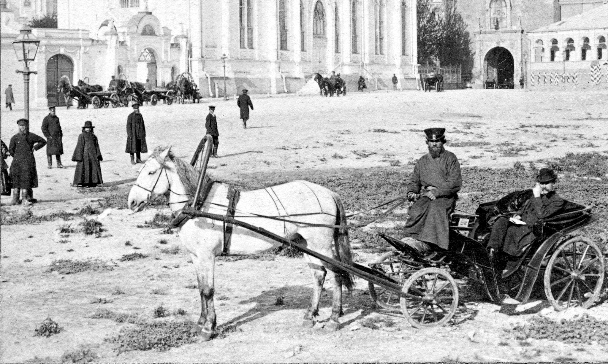 Извозчик на территории Кремля. 1900-е