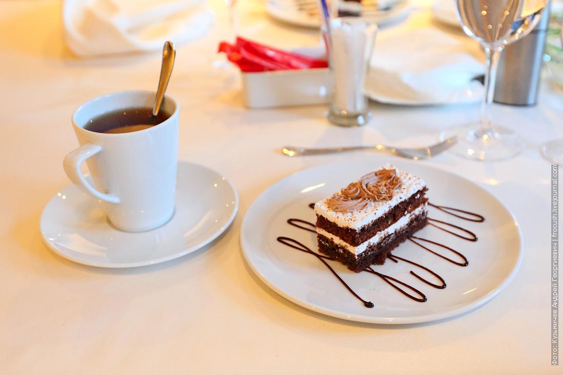 пирожное «День и Ночь» с чаем