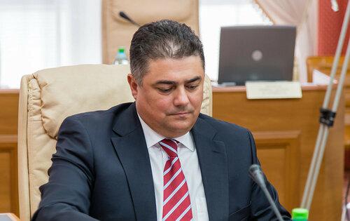 Калмык обсудил в Москве с Рогозиным поставки вина в Россию