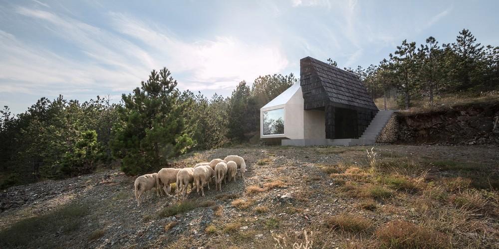 Домик на склоне холма в Сербии