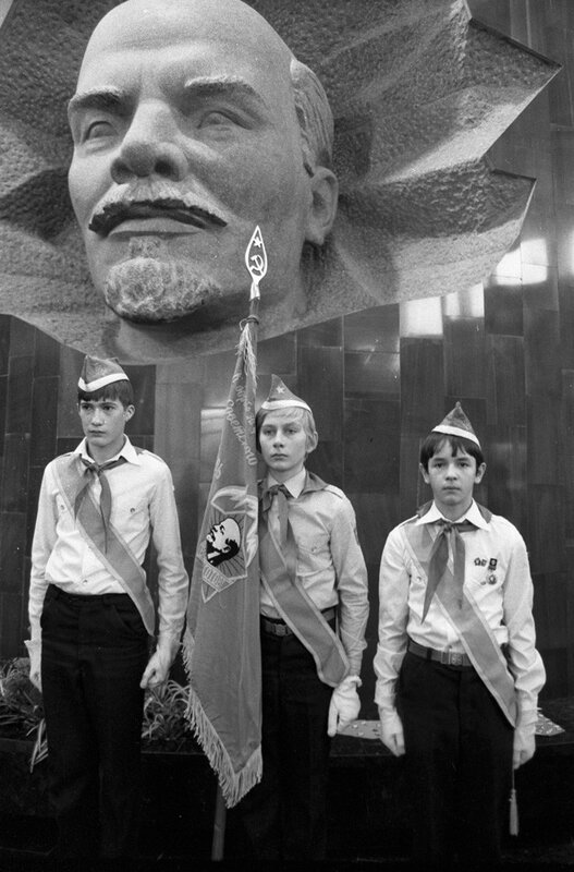 Young Pioneer guards of honor at a museum pavilion of the train that brought Lenin's remains to Moscow in 1924. 4 October 1984.jpg