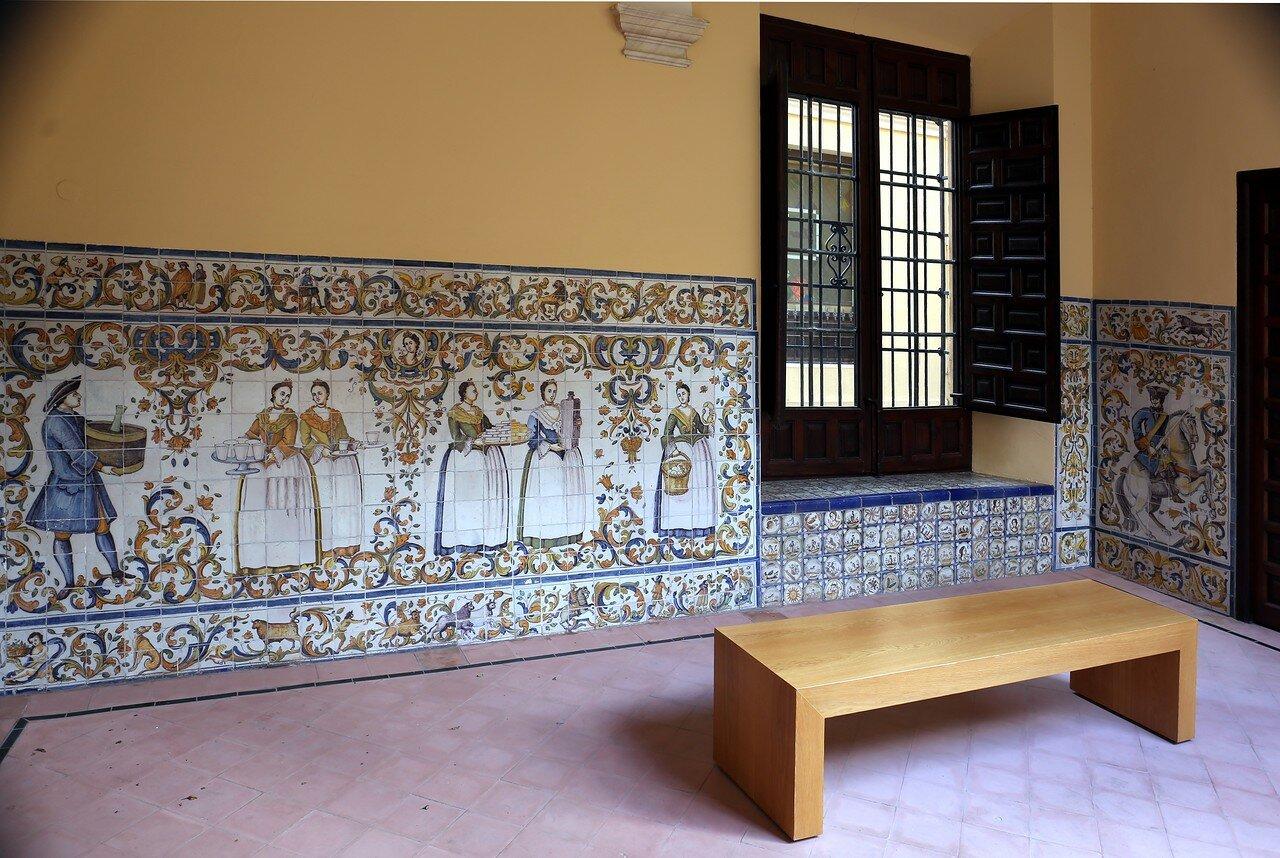 Малага. Епископский дворец (Palacio Episcopal). Изразцовые панно