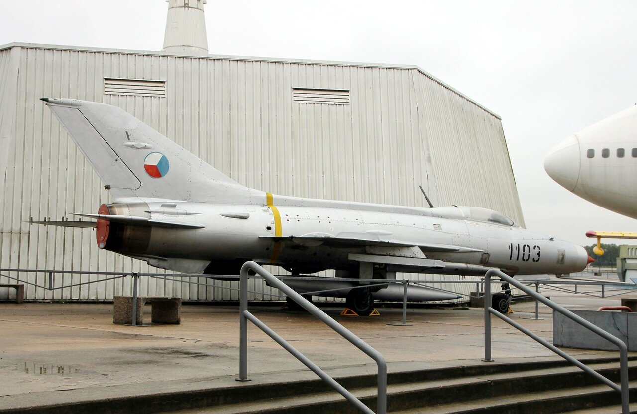 Mikoyan-Gurevich MiG-21 fighter (Le Bourget aviation museum)