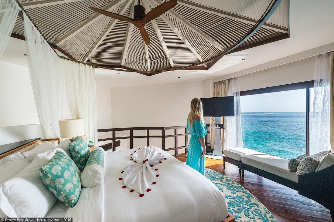 С первого дня на острове-отеле Jumeirah Vittaveli меня заинтересовали семь уединенных вилл. О