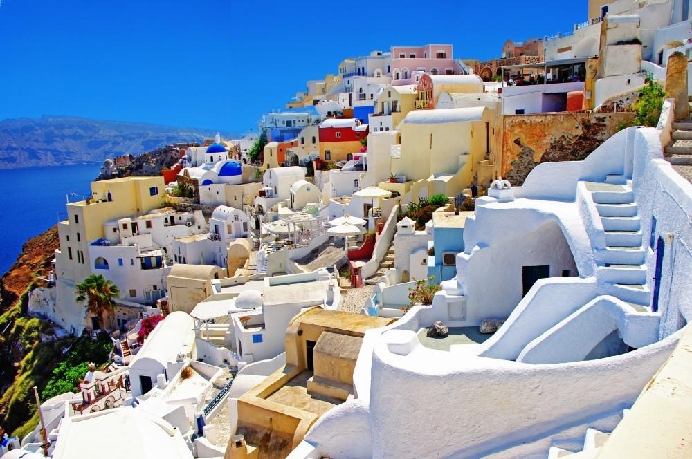 Остров Санторини можно описать только словами «сказка» и «волшебство». Древние мифы говорят о том, ч