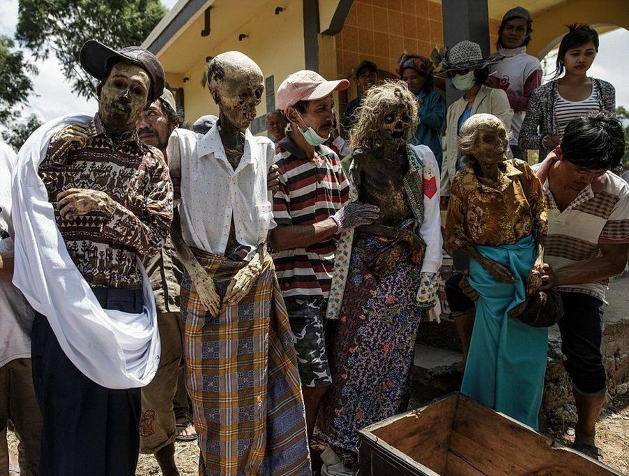 3. В жизни этой странной общины самым важным и дорогостоящим мероприятием считаются похороны, на кот