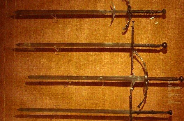9. Двуручные мечи Средневековья и эпохи Возрождения весили более 5 килограммов Этот миф является про