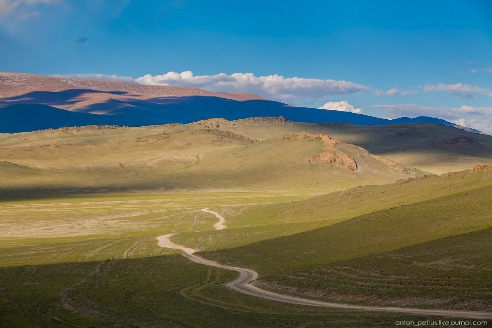 5. Красивейшее место, сочетание ярких зеленых холмов и снежных вершин просто изумительное!