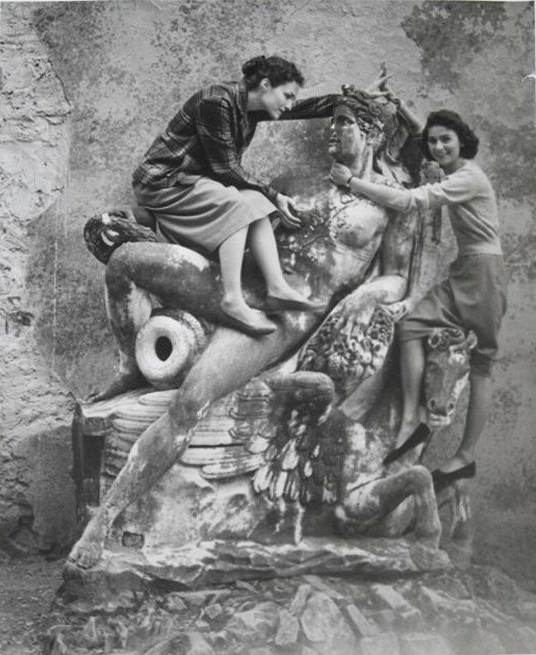 1952. Мари-Хосе Люру и Жильберта Брассай в Боболи, Флоренция