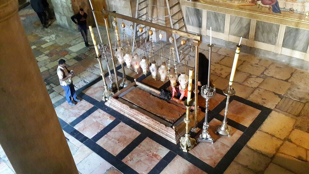Inside_the_Church_of_the_Holy_Sepulchre_-_16.jpg
