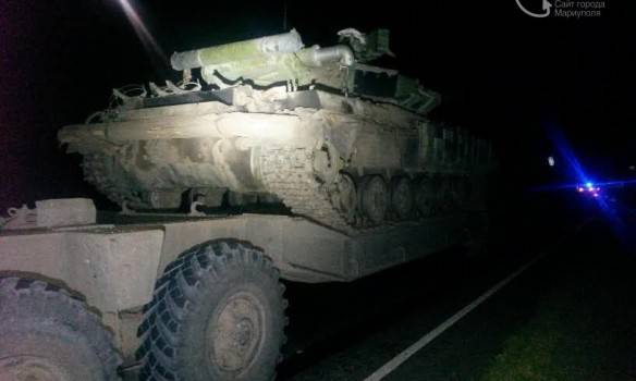 Легковой автомобиль врезался в военный тягач под Мариуполем: один человек погиб, один - в реанимации. ФОТОрепортаж