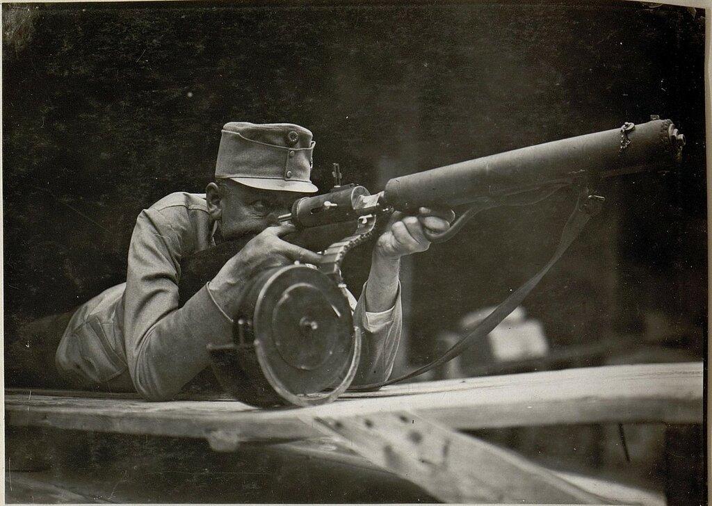 Maschinengewehr des Standschьtzen Hellriegel