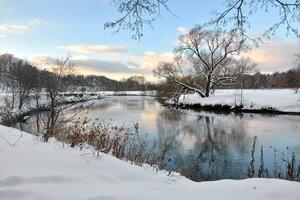 Утро на зимней реке