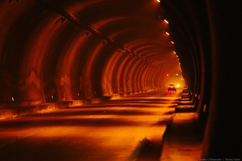 3. Длинна тоннеля составляет более пяти километров. За несколько минут, проведенных в этой темн