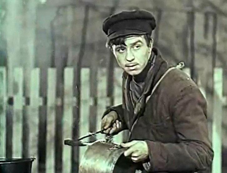 Олег Борисов, 1955, «Мать» — рабочий-подпольщик.