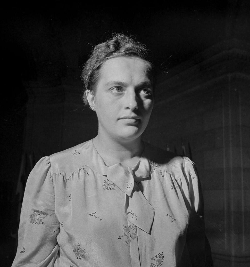 1942 год, Павличенко во время поездки в Вашингтон. Павличенко отправили с делегацией в США, Канаду и