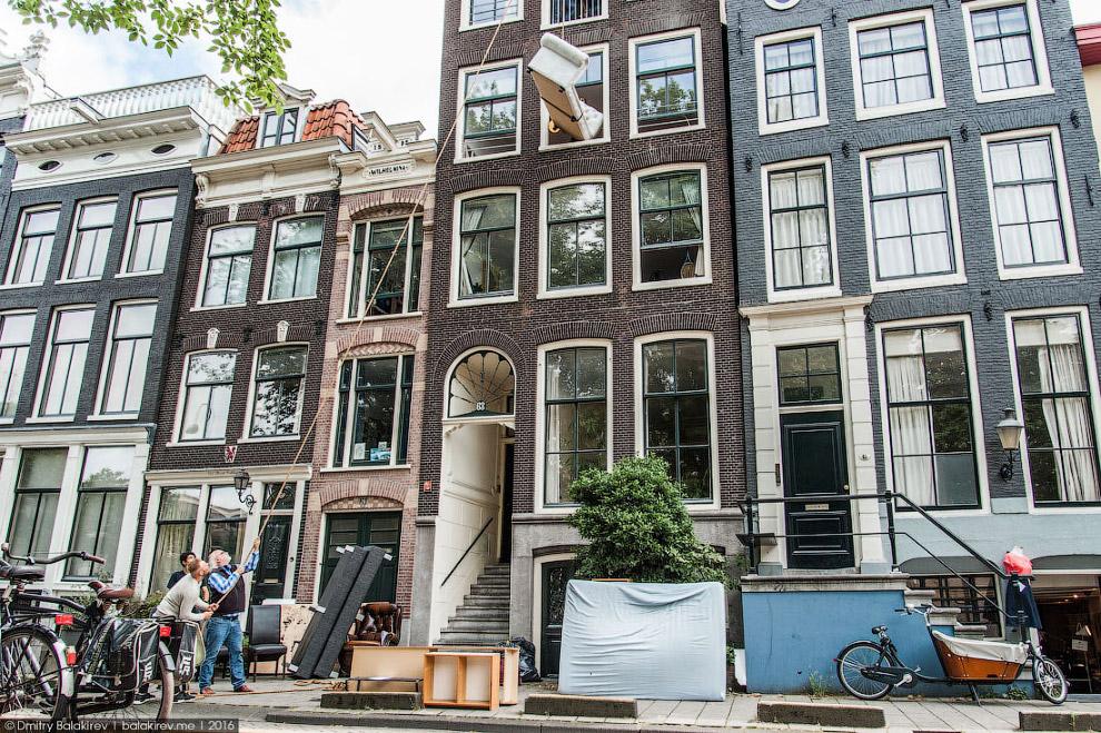 27. Столица Нидерландов любит деньги. Аренда однокомнатной квартиры в центре стоит около 1200 е