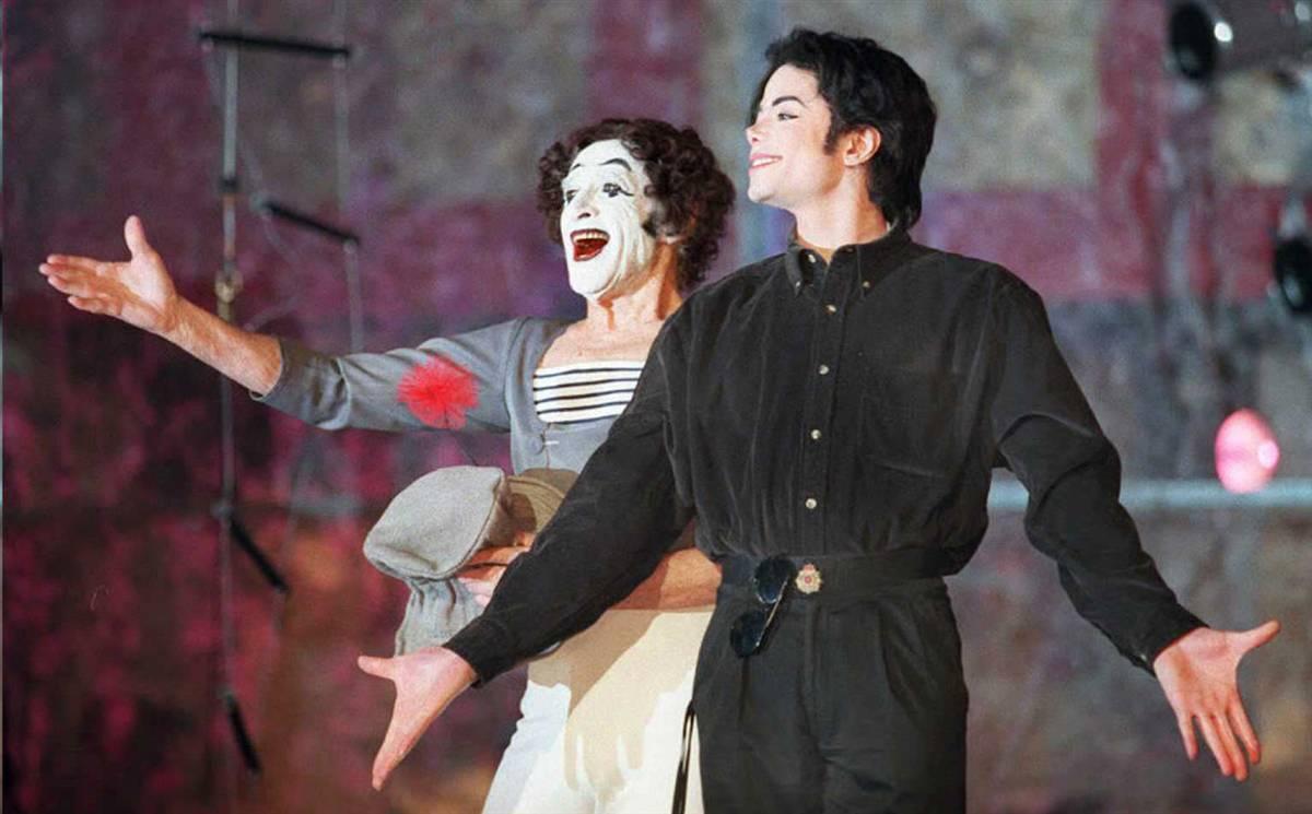 Майкл Джексон и французский мим Марсель Марсо в театре «Бэкон» в Нью-Йорке 4 декабря 1995 года. Лицо