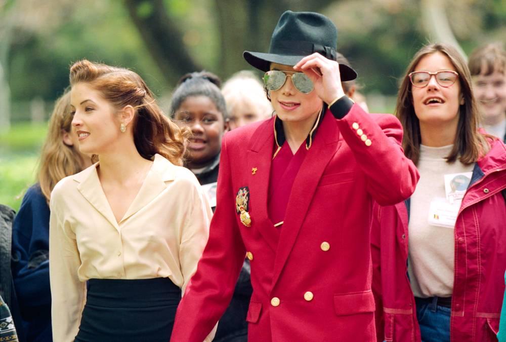 Майкл Джексон и его тогдашняя жена Лиза Мария Пресли на ранчо «Неверленд» во время подготовки ко «Вс