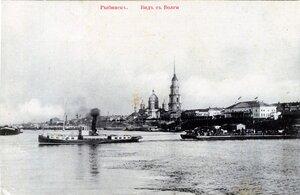 Вид с Волги на буксирный паром от палубы парохода «Геннадий Ратьков-Рожнов»