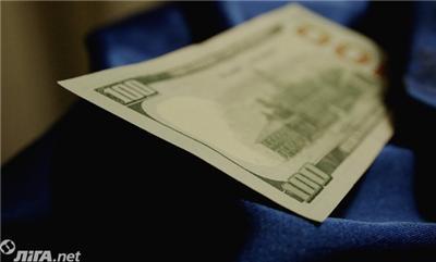 Украинцы осенью продали валюты на $283 млн больше, чем приобрели