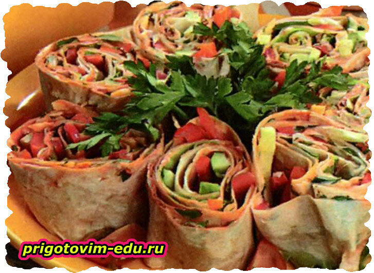 Закусочный рулет с овощами