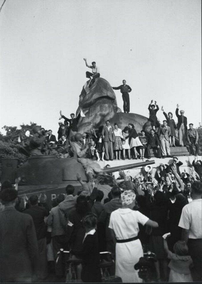 1944. На площади Денфер-Рошро, Париж