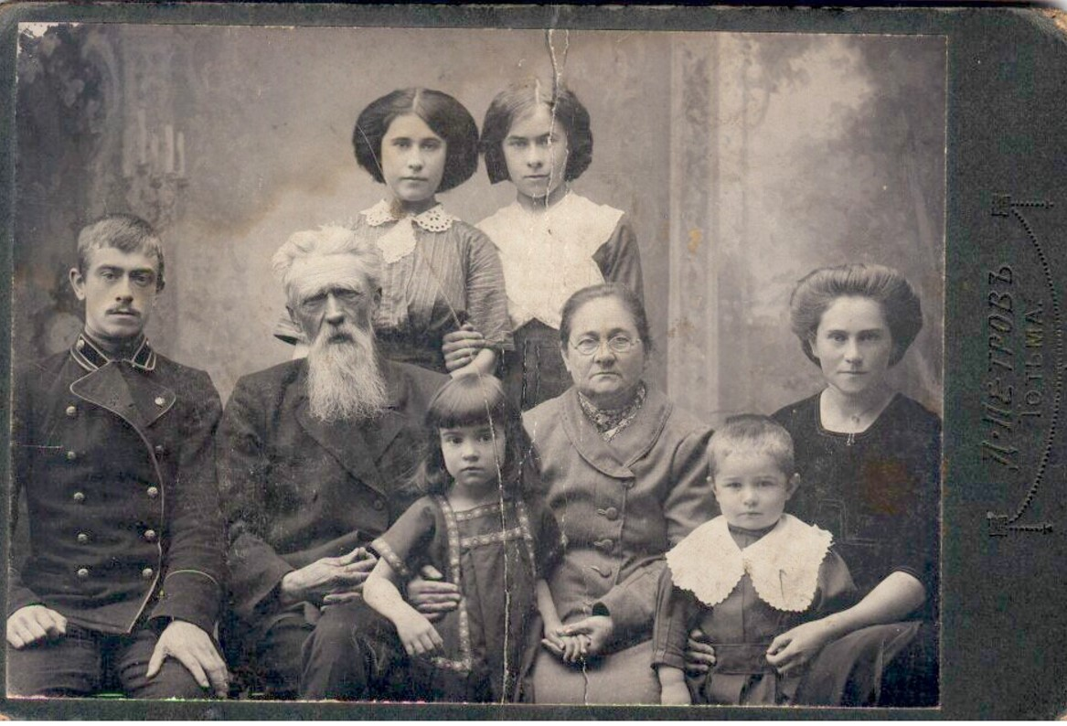 Семья Нечаевых. 1912