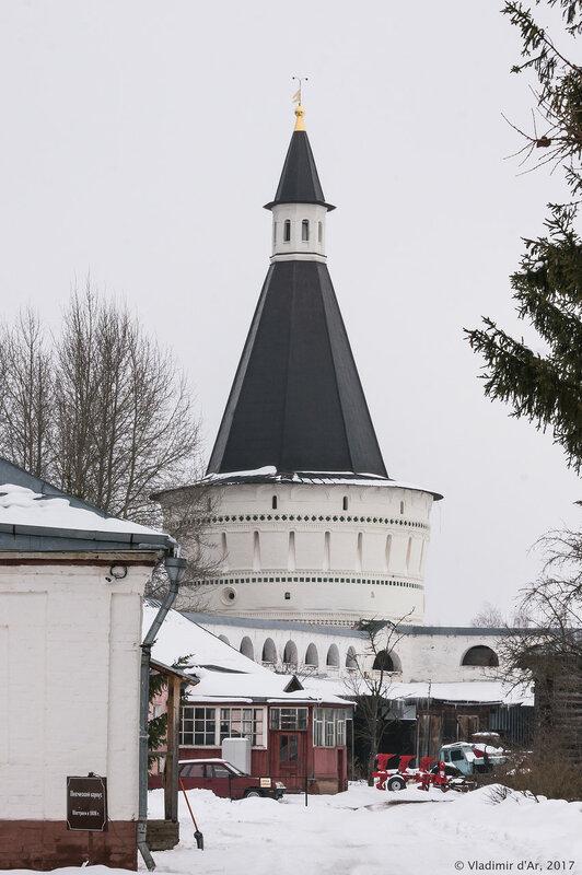 Петровская башня (1680 г.). Иосифо-Волоцкий монастырь