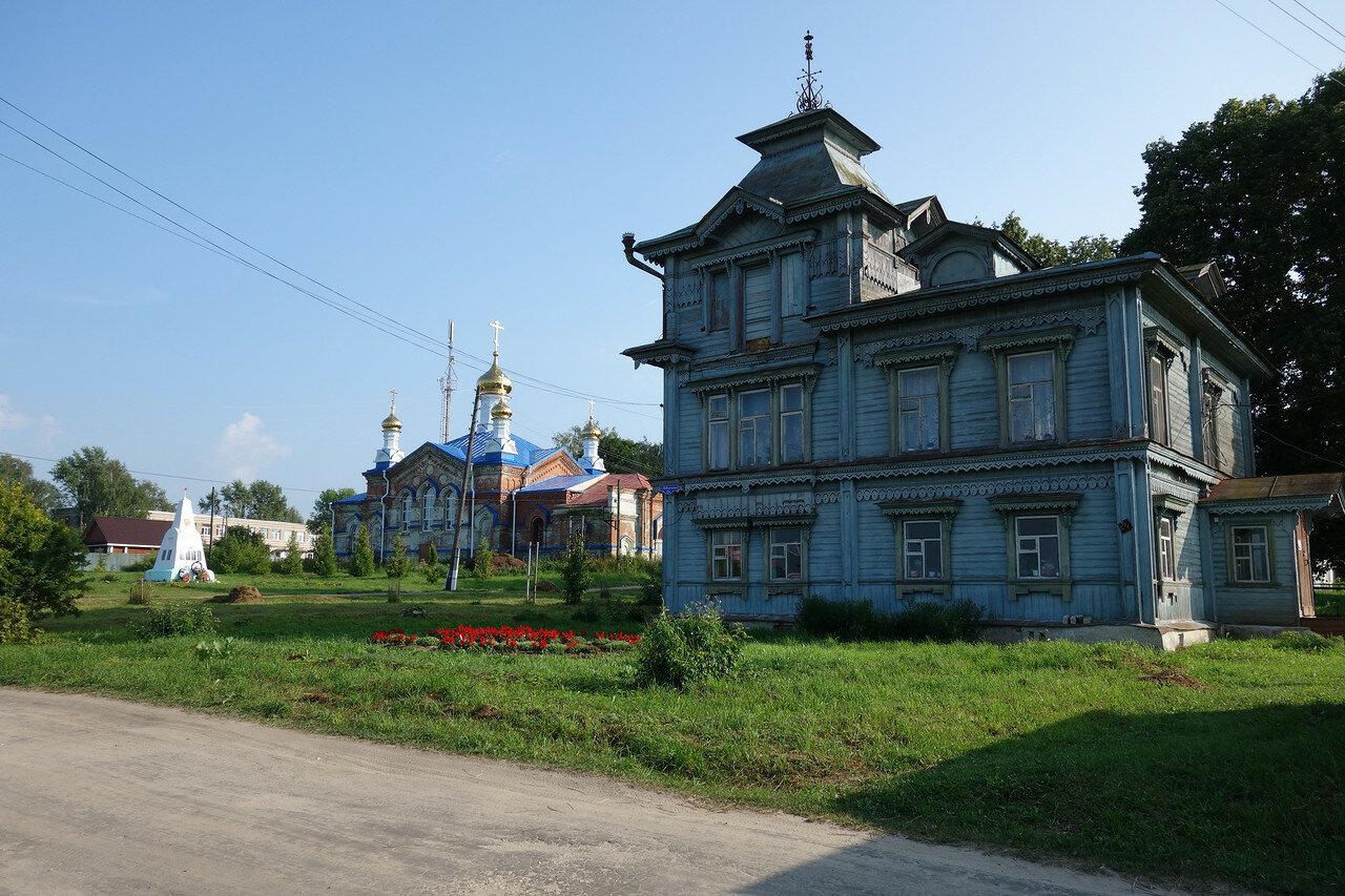 храм и сельсовет Чулково