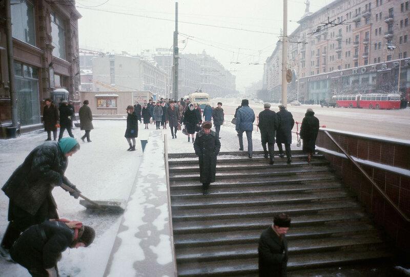 1965-66 Улица Горького. Строительство гостиницы Интурист.jpg