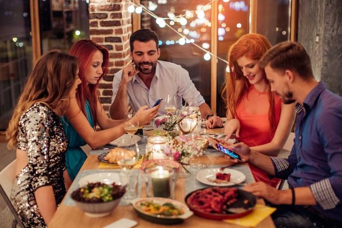 Вещи, которые ни в коем случае не нужно постить в социальные сети во время праздников