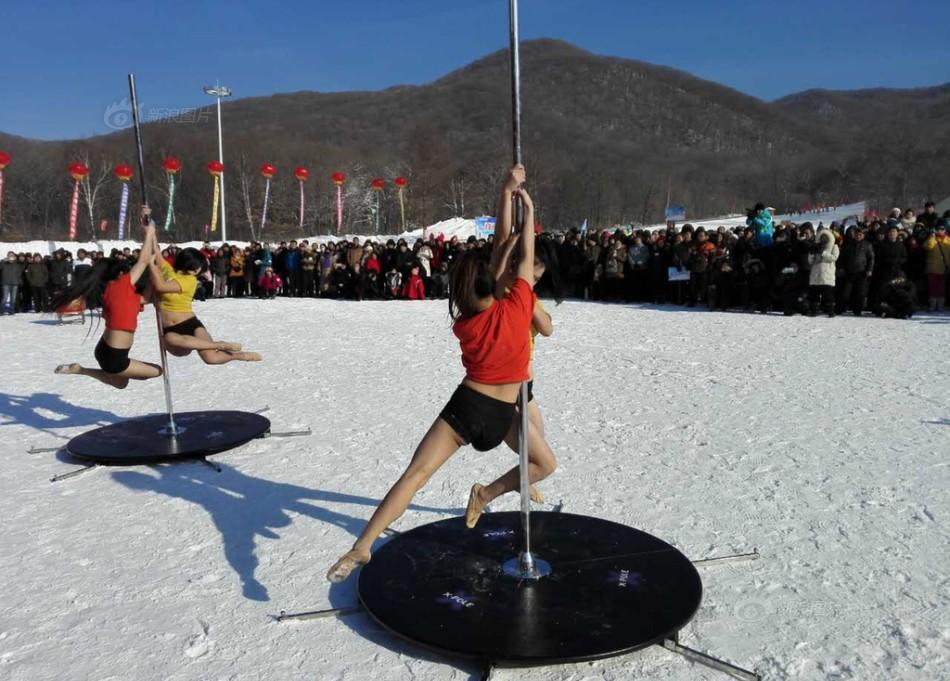 Танцы на шесте в 33-градусный мороз