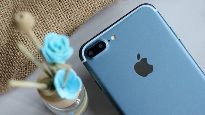 Дизайнеры рассекретили концепт-кар iPhone 8 сбезрамочным экраном