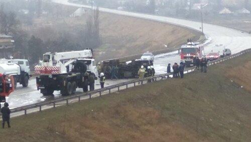 ВСимферополе перевернулся и зажегся бензовоз— шофёр умер