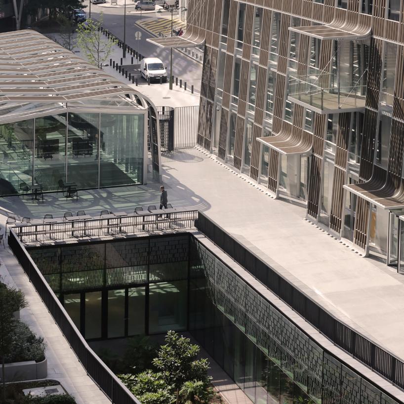 Офисные здания в Париже с декором из органической древесины