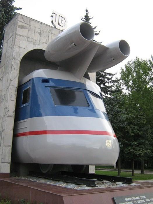 Удивительно, до чего доходила техника в далеких 1970-х. Этот турбопоезд — прадед современных скорост