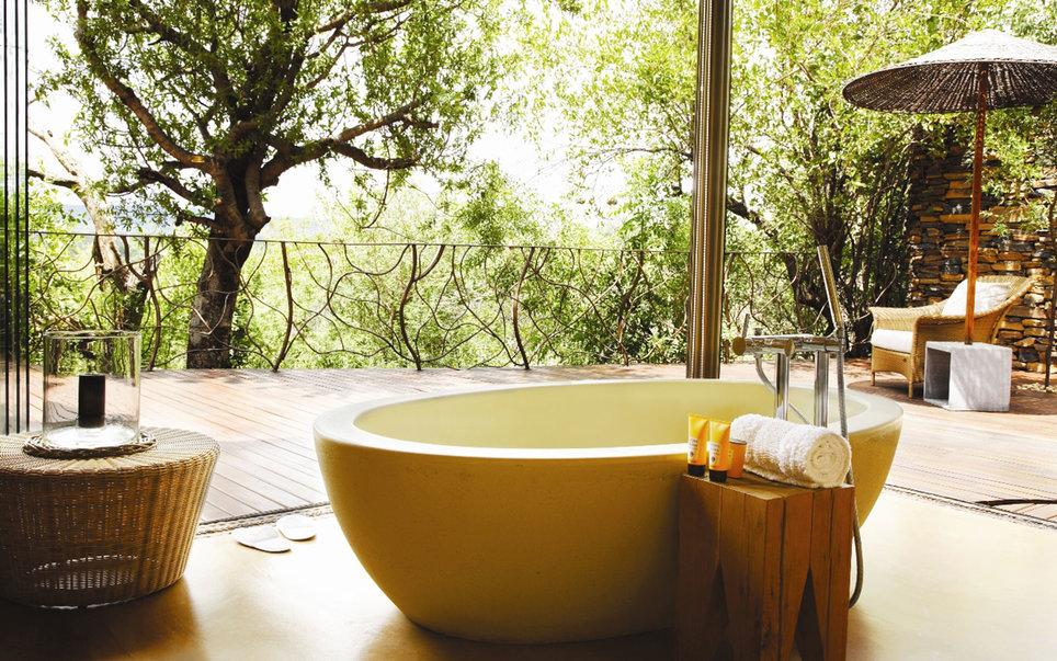9. Рассказывают, что один из гостей отеля Molori Safari Lodge в ЮАР однажды чуть не утонул от удовол