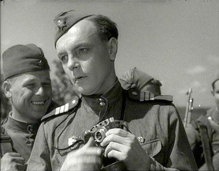 1955, «Максим Перепелица» — армейский фотокорреспондент.