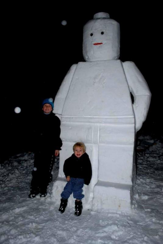 Снеговик-лего.