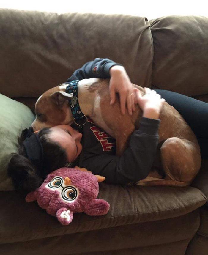 Кайла надеется, что эта ее фотография с Рассом вдохновит других людей брать животных из приютов.