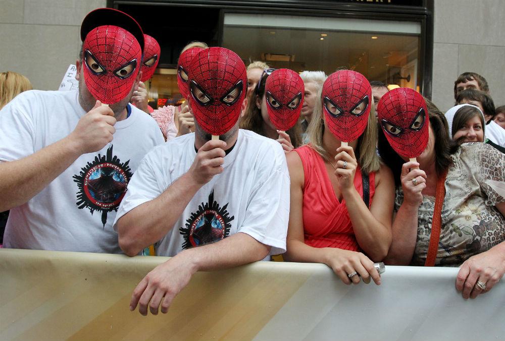 Люди в масках «Ладно, — думаете вы, — соблазн соблазном, но просто развлечься ведь можно! Куплю себе