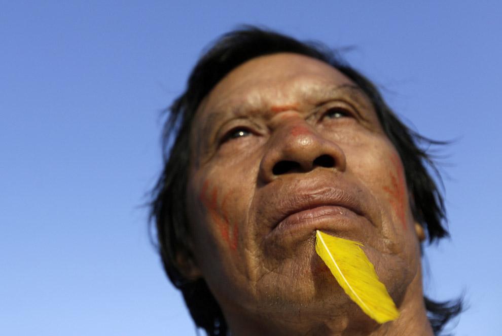 5. Патруль. У воинов джунглей Амазонки есть не только лук и стрелы. (Фото Reuters | Lunae Parra