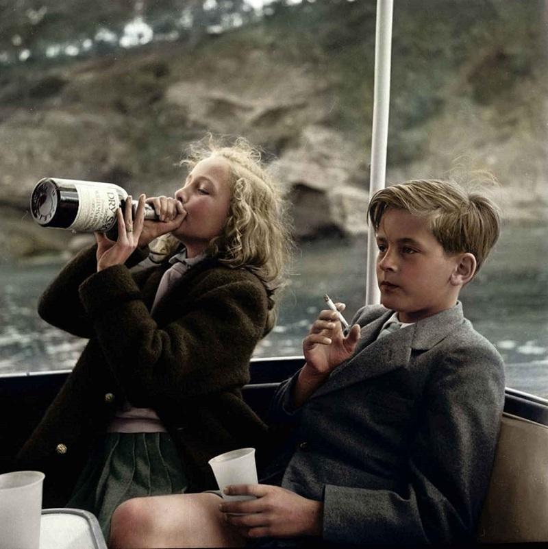 Ты 100 раз видел фото курящего мальчика и пьющей девочки, но так и не знал, кто на нём изображен… (4 фото)