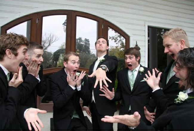 20молодоженов, которые предпочли юмор заурядным ванильным фото (10 фото)