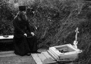 Монах у священного колодца.
