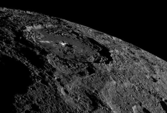 Ученые обнаружили наЦерере «вечные» залежи льда