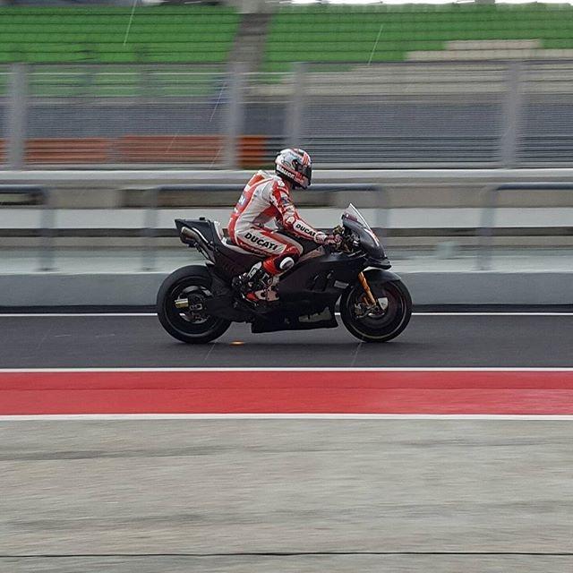 Частные тесты MotoGP 2017 в Сепнаге: накладки на колесах, белые крылья